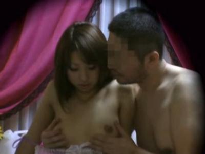 ギャルのクンニ無料エロ動画。坊主男のクンニで感じすぎて勢いで本番SEXしちゃうギャル系性感マッサージ嬢