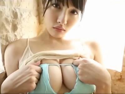Gカップの素人女性の無料エロ動画。水着から覗くボリューミーなGカップ下乳がエロすぎ!
