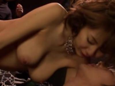 Hカップの麻美ゆま出演の絶頂無料エロ動画。麻美ゆまちゃんが乱交しまくってHカップ爆乳揺らして潮吹き大絶頂のエロすぎ注意動