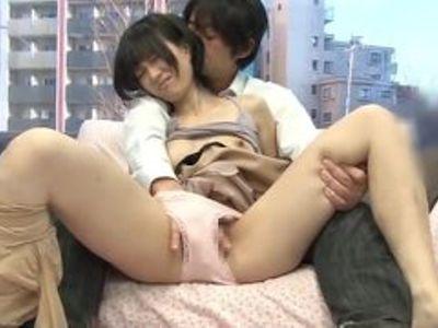 若妻のナンパ無料エロ動画。ナンパ師に乳首をいじめられてビンビンにされちゃう素人な美人若妻