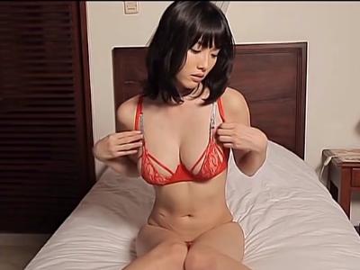Gカップの素人女性の無料エロ動画。Gカップおっぱいを寄せて掴んでプルプルさせる今野杏南ちゃんの魅力MAXなイメージビデオ